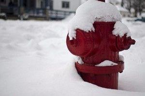 Расчистка снега вблизи гидрантов играют решающую роль пожарной безопасности в зимний период