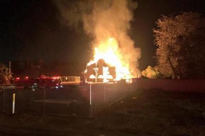 Старинное железнодорожное депо уничтожено огнем в Калифорнии