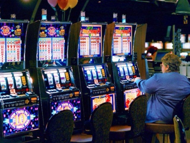 Азартные  игры на сайте казино Космолот