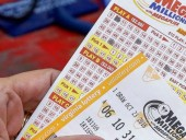 Американец купит автомобиль мечты за счет лотерейного выигрыша