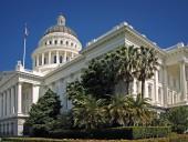 Калифорния считает политическим решение администрации США отозвать грант штату на 1 млрд