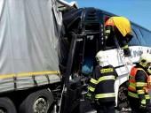 Школьный автобус врезался в фуру в Чехии, 18 пострадавших