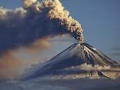 Вулкан в Мехико выбросил столб пепла высотой более километра