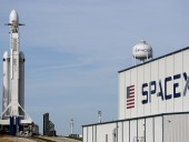 SpaceX потеряла связь с тремя спутниками Starlink, в течение года упадут на Землю