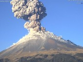Вулкан в Мехико выбросил столб пепла высотой 5 км