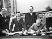 В России впервые опубликовали оригинал Пакта Молотова-Риббентропа