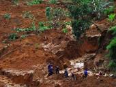Жертвами оползня в Мьянме стали 14 человек