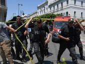В столице Туниса подозреваемый в терроризме устроил взрыв в окружении полицейских