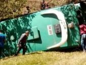 В Колумбии три человека погибли в результате падения микроавтобуса в пропасть