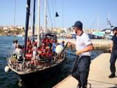 Глава МВД Германии призвал Италию открыть порты для судов с беженцами