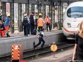 В Германии мужчина столкнул на рельсы под поезд мать с 8-летним мальчиком, ребенок погиб