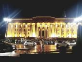 Над парламентом Грузии пролетел дрон с флагом ЛГБТ-сообщества