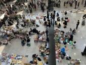 Протесты в Гонконге: флэш-моб в аэропорту продолжается третий день