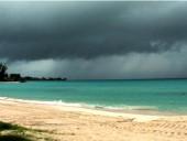 Власти Барбадоса закрыла большинство госучреждений перед штормом