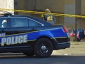 Американские полицейские застрелили мужчину, напавшего на посетителей ТЦ с ножом