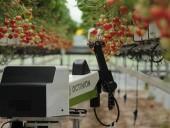 Английские ученые создали робота для сбора спелых фруктов и салата