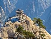 Из-за сильного дождя в Китае закрыли живописную часть горы Хуашань