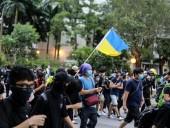 В результате столкновений с полицией в Гонконге пострадали 19 человек