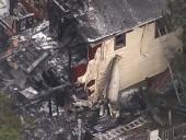 В США самолет упал на жилой дом