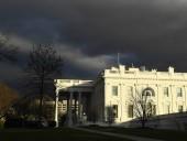 Белый дом: информаторы по делу о разговоре президентов США и Украины не повредят Трампу