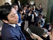 Министр в Японии ушел в отставку из-за обвинений в подкупе избирателей дынями и морепродуктами