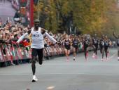 Впервые в истории спорта кениец Кипчоге пробежал марафон менее чем за два часа