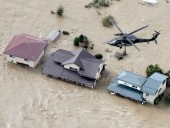 Тайфун в Японии: 77-летняя женщина выпала с вертолета в ходе эвакуации