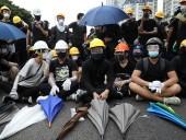 В Гонконге мирная акция протеста переросла в столкновения с полицией
