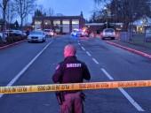 В штате Вашингтон у здания школы произошла перестрелка, есть пострадавшие