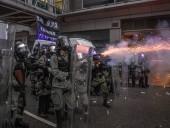 Полицейский выстрелил в участника уличных беспорядков в Гонконге