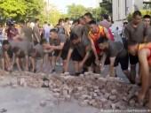 В Гонконге солдаты Китая вышли на улицы для уборки последствий протестов