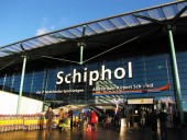 Пилот самолета в нидерландском аэропорту Схипхол случайно нажал кнопку тревоги