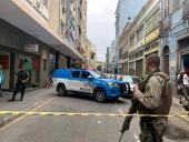 В Рио-де-Жанейро мужчина с ножом взял в заложники пять человек в баре
