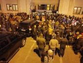 В Грузии протестующие заблокировали все входы в парламент