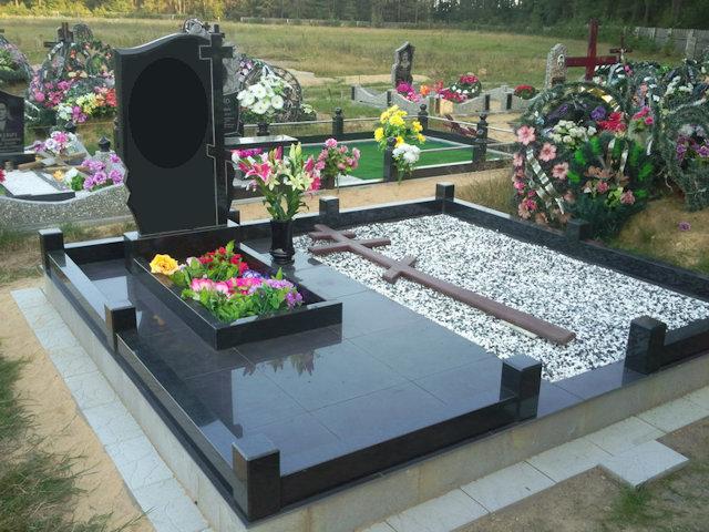 Благоустройство могилы на кладбище в Нижнем Новгороде