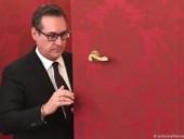 Скандального бывшего лидера австрийских популистов Штрахе исключили из партии