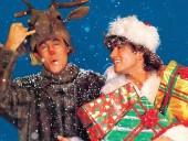 К Рождеству компания Sony выпустила обновленную версию клипа на песню