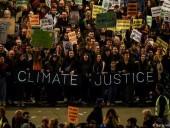 В Мадриде десятки тысяч человек вышли на акцию в защиту климата