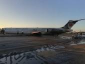 В Иране пассажирский авиалайнер при посадке вылетел за пределы аэропорта на шоссе