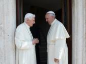 Бывший Папа Римский попросил убрать свое имя из обложки книги, из-за несогласия с Франциском