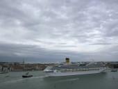 В Италии задержали круизный лайнер с 6 тысячами пассажиров, из-за подозрения на коронавирус в 2 пассажиров