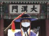 Последователи церкви в Южной Корее, прихожанка которой заразила коронавируса 144 человека,