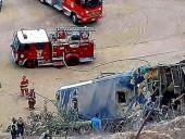 В Перу автобус с футбольными фанатами упал с 15-метровой высоты, есть погибшие