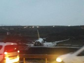 В аэропорту Стамбула при посадке лайнер со 177 пассажирами вылетел за пределы взлетной полосы