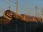 В Италии скоростной поезд сошел с рельсов: двое погибших, десятки раненых