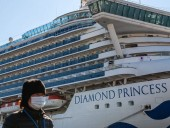 Японские власти планируют разрешить пожилым и больным людям покинуть лайнер Diamond Princess