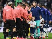 В Английской Премьер-лиге запретили традиционные рукопожатия перед матчем из-за коронавируса