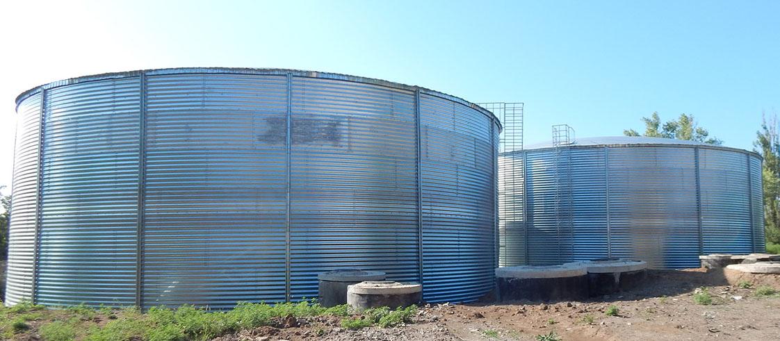 Стальные противопожарные резервуары расширились новым классом, это модульные емкости для чистой воды. Конкуренты резервуаров РВС 100, 200, 500, 1000м3