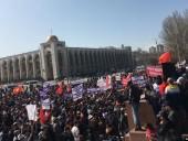 В столице Кыргызстана милиция разогнала митинг водометом и слезоточивым газом