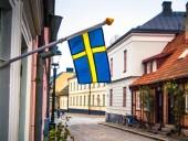 В городе в Швеции из-за коронавируса разбрасывают навоз в парке, чтобы отпугнуть гуляющих